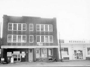 photo of the original building around 1920s.